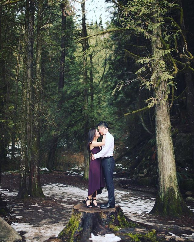 Nature is so complex yet so simplistic; it's beauty is undeniable... loved the forest vibes from this session with Ivy & Brandon. 🍃❤️ • • • #vancouverphotographer #weddingphotography #portrait #love #canon #5DMKIV #engagementphotos #engagement #weddings #pnw #vancouver #forest