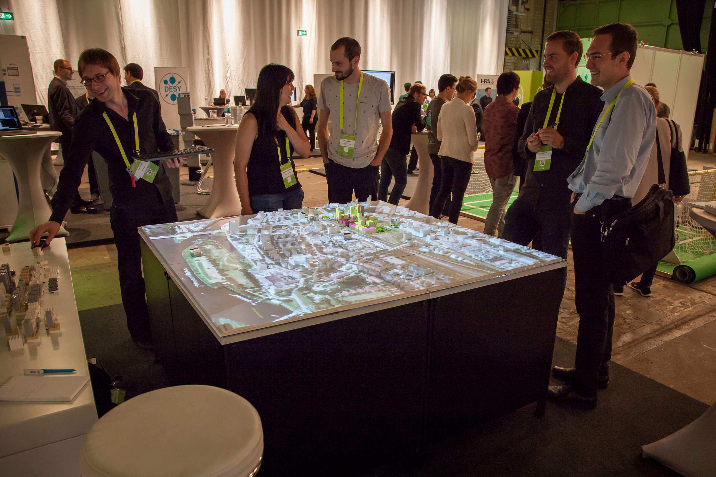 Ira (left) and HCU students present prototype at Hamburg solutions conference. september, 2015. Photo by Benno Tobler Ziemer.