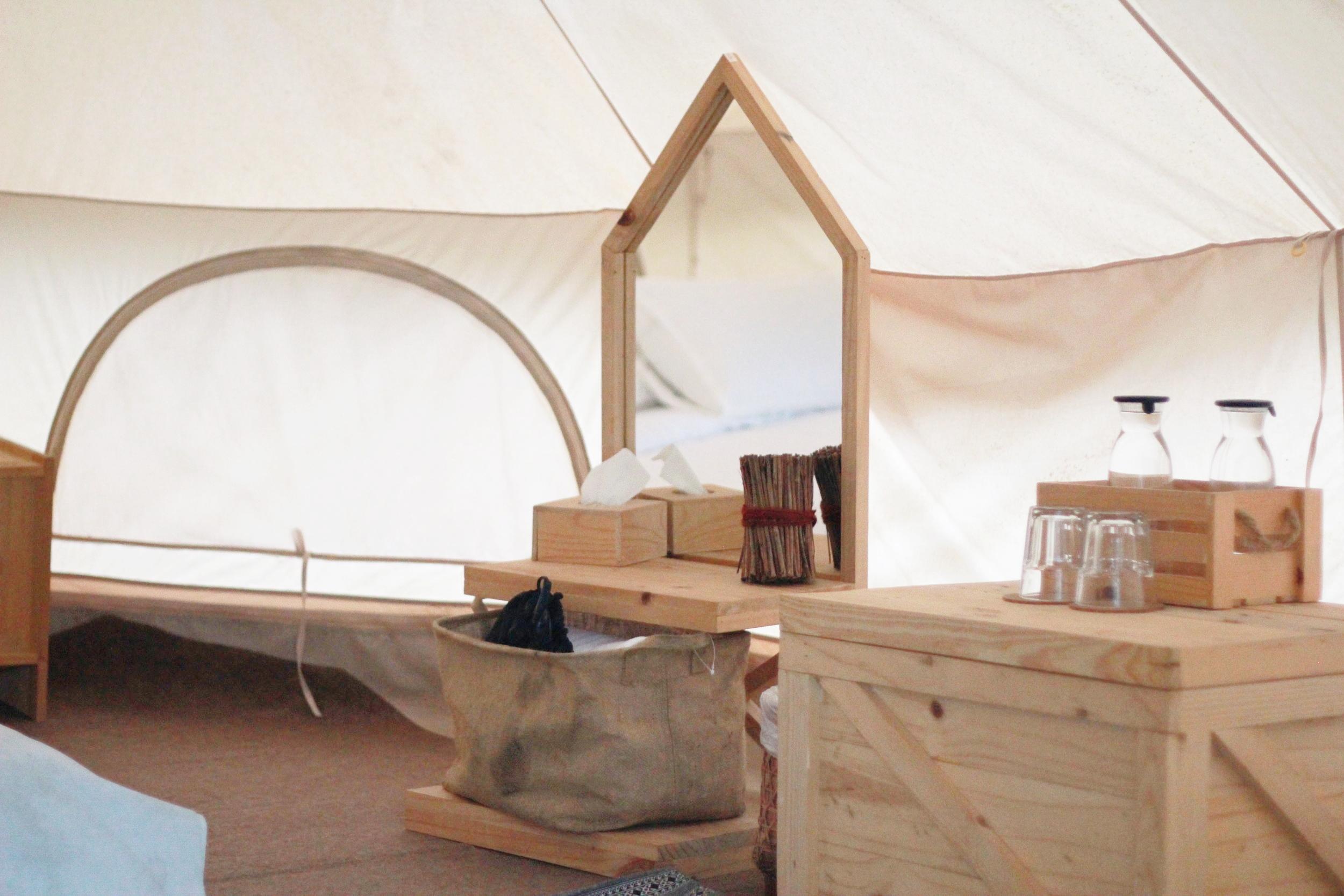 鏡子、風筒,營地主人還貼心地準備了飲用水。