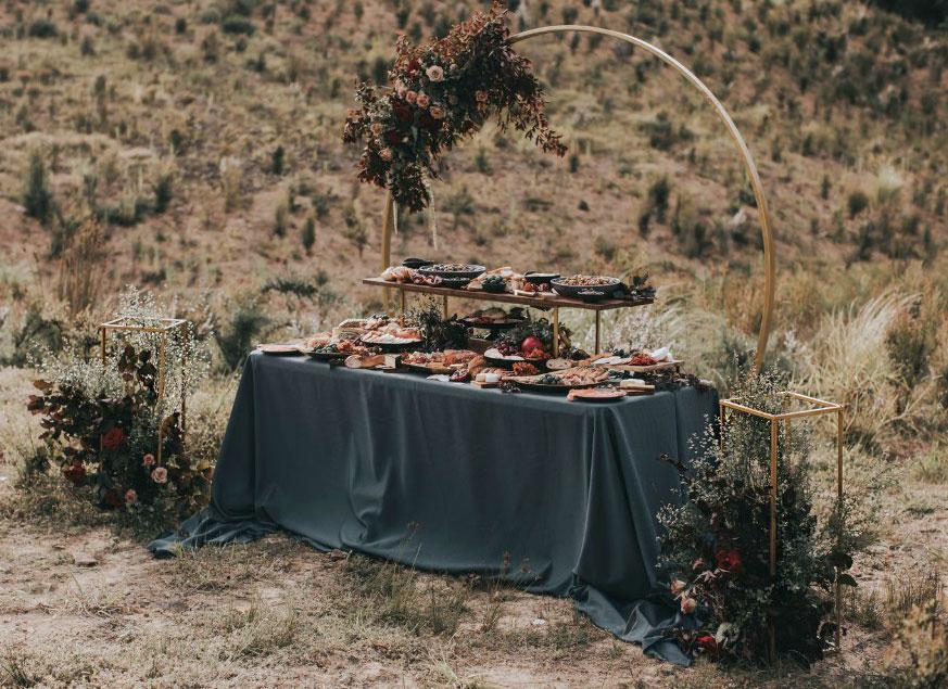 gold-frame-circle-round-hire-rent-auckland-wedding.jpg