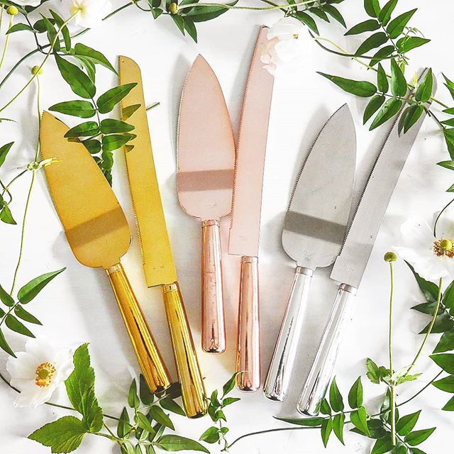 New pretty cake knife sets. What's your colour? #shineythings #welovenew #caketime