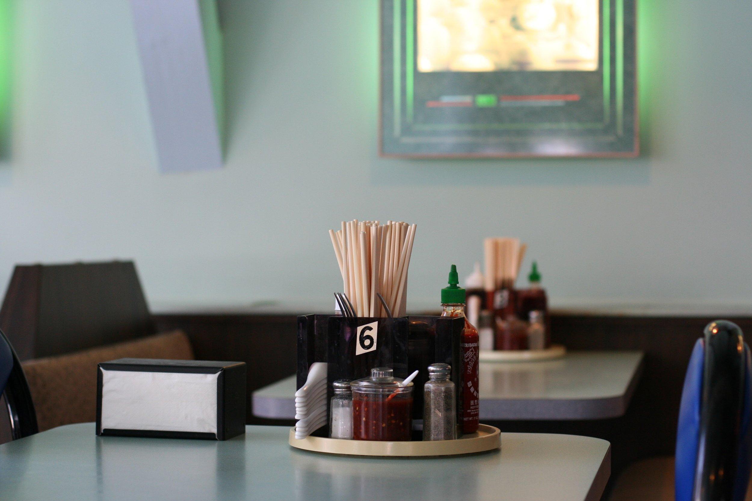 挑選使用環保餐具的店家用餐