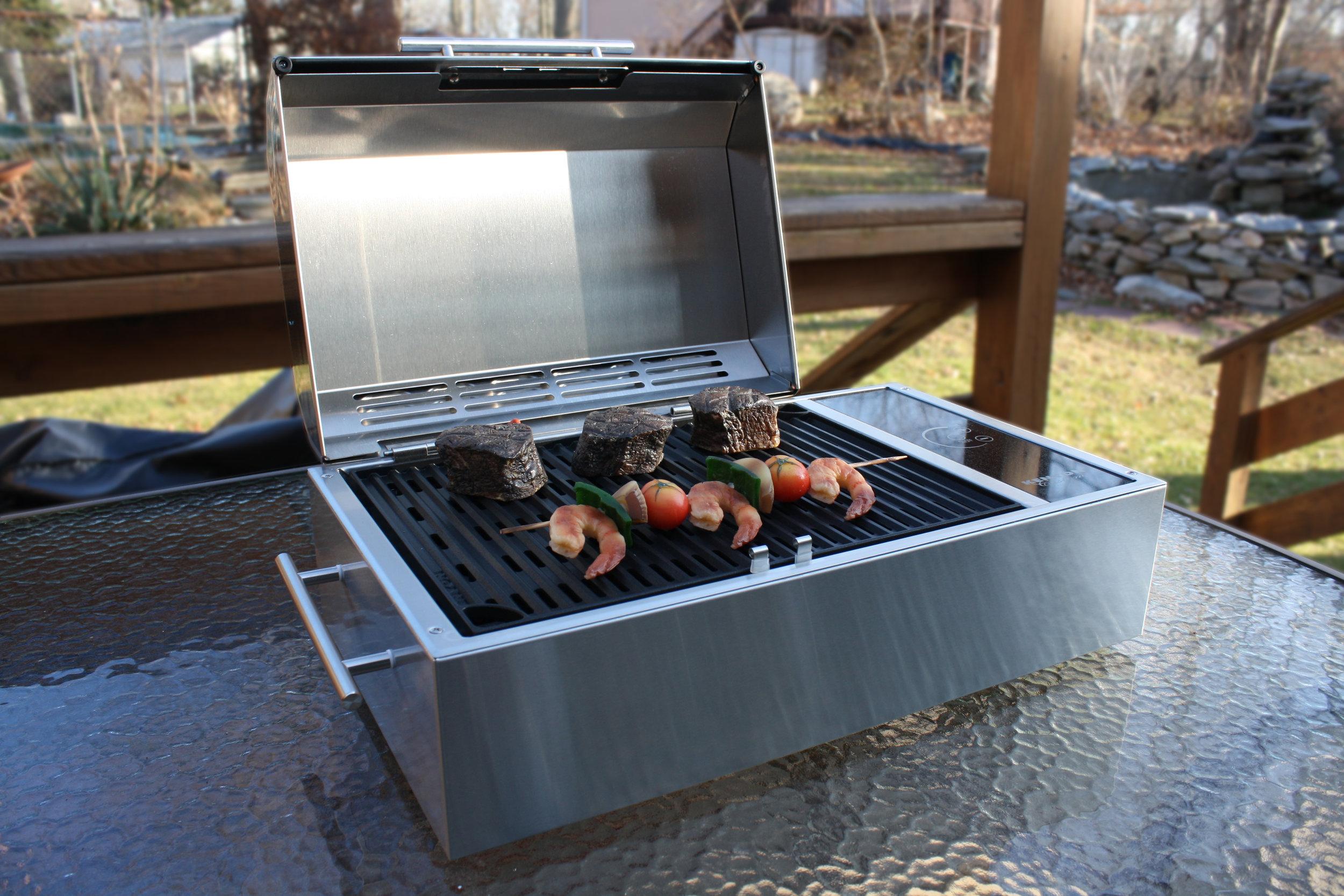 Frontier Portable All Seasons™ Grill 1.jpg