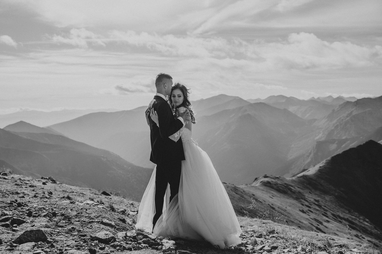 mountains_Klaudia&Dawid_weddingphotographer007.jpg