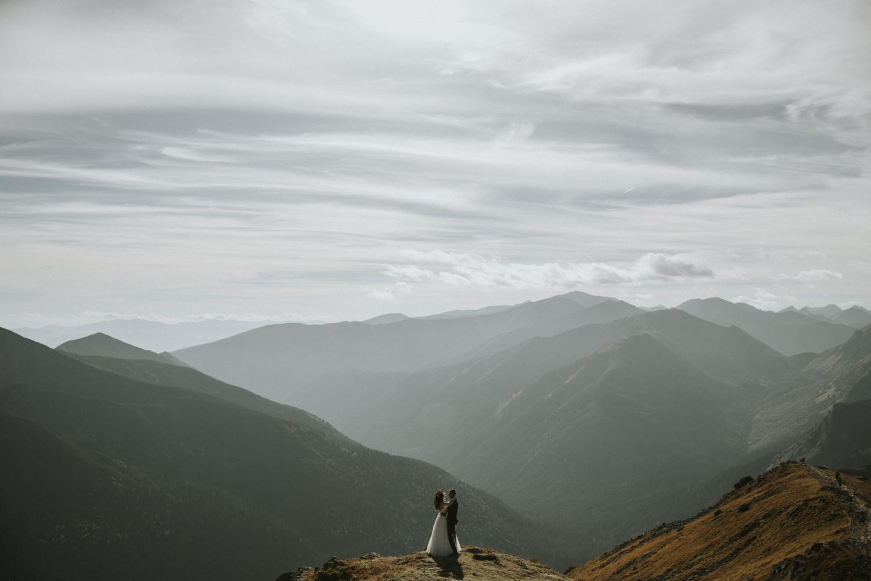 mountains_Klaudia&Dawid_weddingphotographer024.jpg