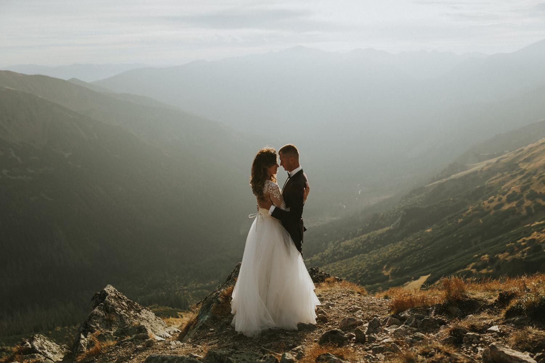 mountains_Klaudia&Dawid_weddingphotographer063.jpg