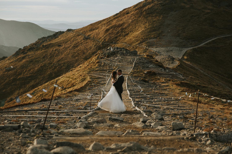 mountains_Klaudia&Dawid_weddingphotographer077.jpg