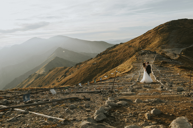 mountains_Klaudia&Dawid_weddingphotographer078.jpg