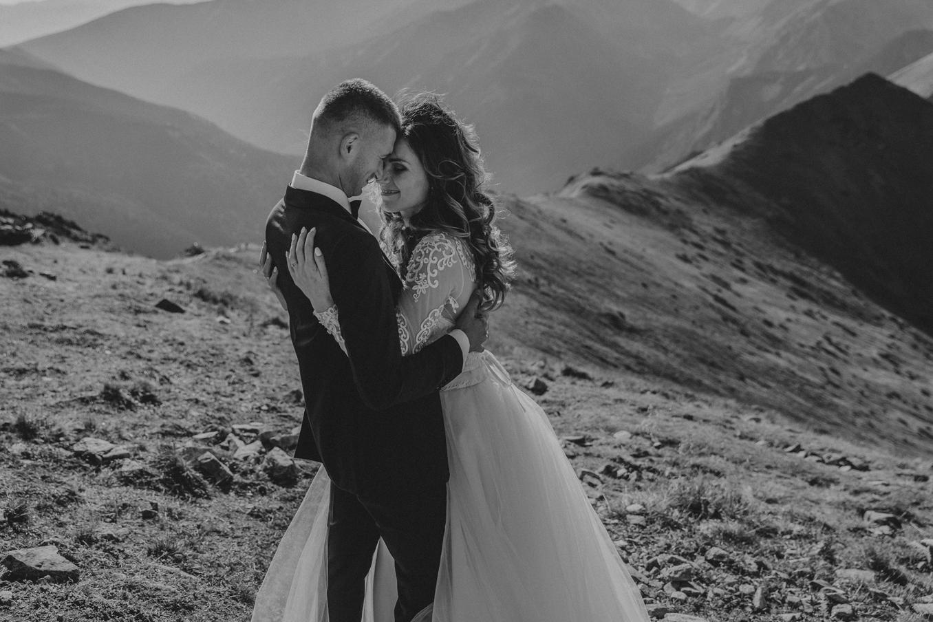 mountains_Klaudia&Dawid_weddingphotographer008.jpg