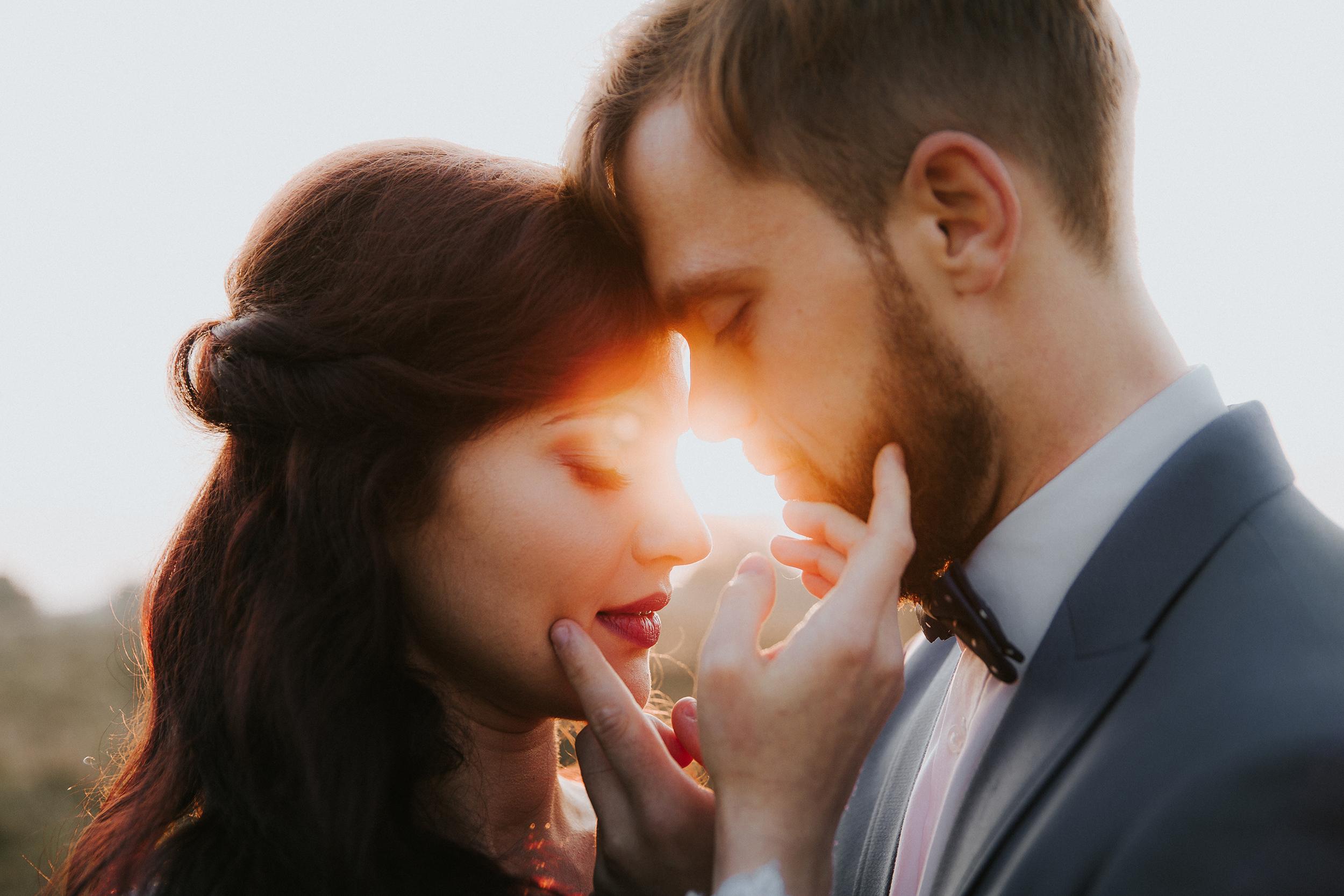 hej! - wchodząc na moją stronę zapoznajcie się z moim spojrzeniem na fotografię ślubną i jeśli okaże się, że nadajemy na tych samych falach… to koniecznie sprawdźcie moją dostępność, by dowiedzieć się, czy mogę być z Wami na Waszym ślubie, zaręczynach, sesji… <3w celu zapoznania się z ofertą wypełnijcie proszę formularz poniżej - ofertę wyślę najszybciej, jak to możliwe.ola
