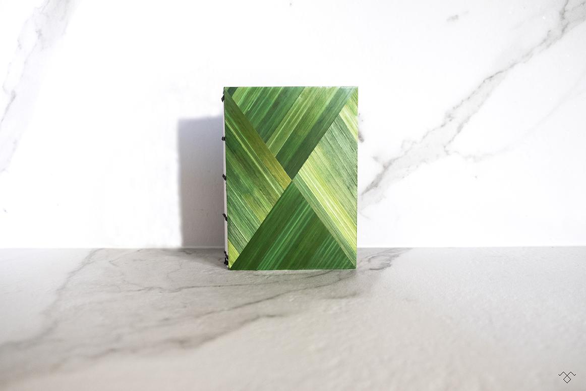 Rinck-Manufacture-carnet-marqueterie-paille-vert-Claire-Gryson-300.jpg