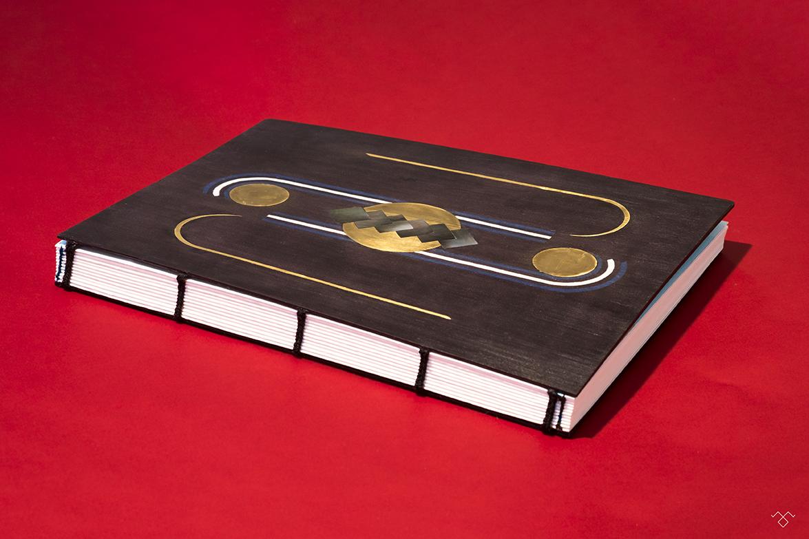 Rinck-Manufacture-livre-dor-marqueterie-nacre-laiton-noir-VG.jpg