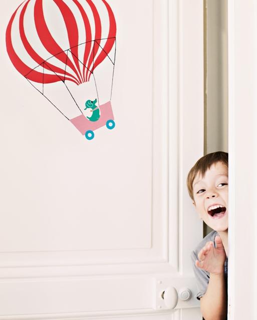 Kids - Vous êtes une marque Enfant, ou votre marque propose une gamme spécifique Enfant au sein d'un catalogue élargi ?Quelque soit votre secteur d'activité (puériculture, univers de la maison, parfumerie, parapharmacie, alimentation, jeux, loisirs créatifs...), nous vous proposons de différencier et/ou de repositionner une ou plusieurs de vos lignes produits enfants en créant des illustrations et/ou motifs textiles exclusifs pour votre marque.Ces créations peuvent être déclinées en produit, logo, charte graphique, textile, packaging...