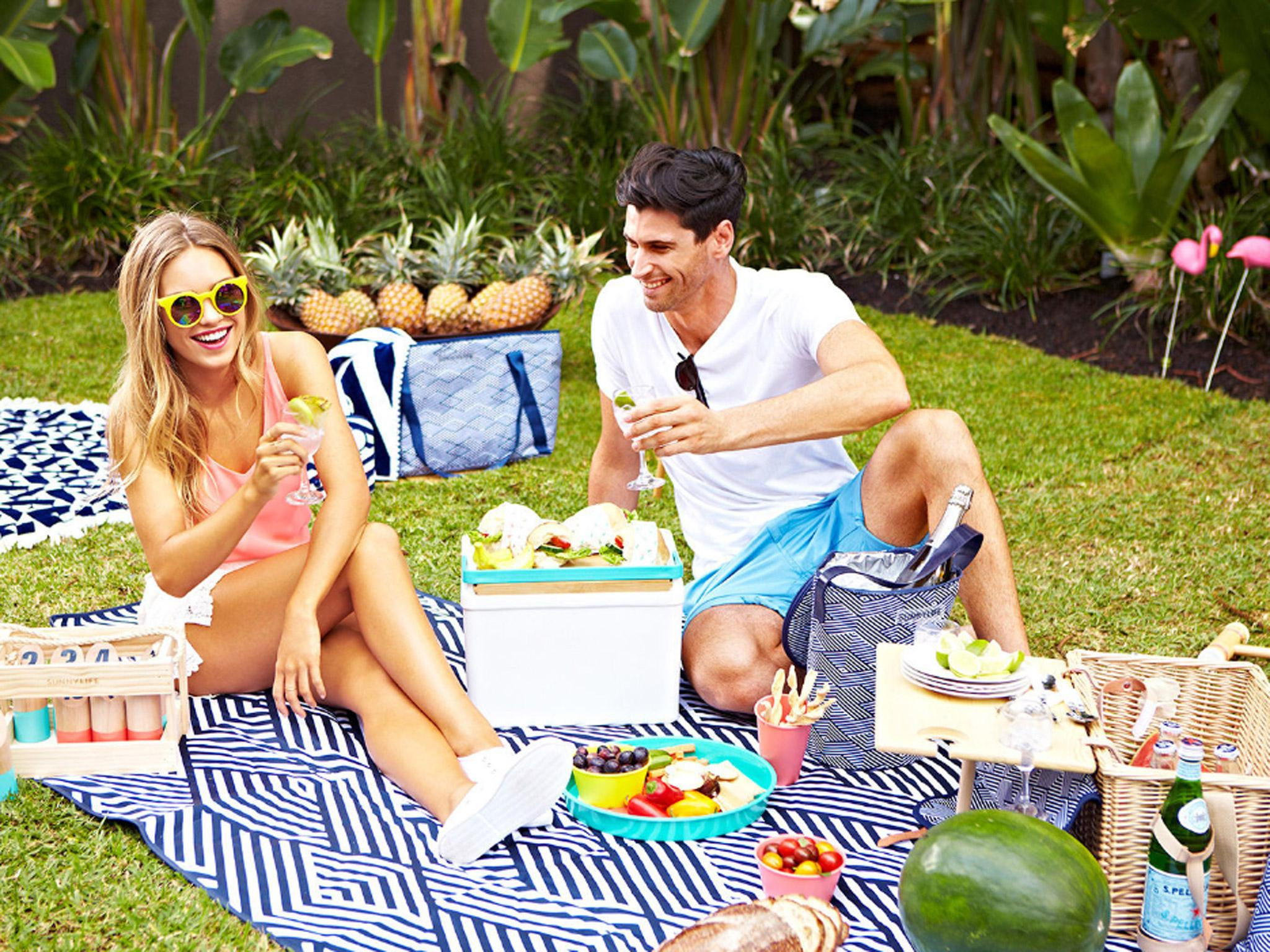 picnic-baskets-lifestyle-2-0.jpg