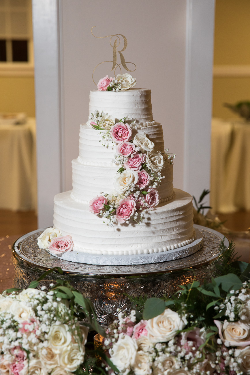 How beautiful is this cake by Nita Lee's Cakes??