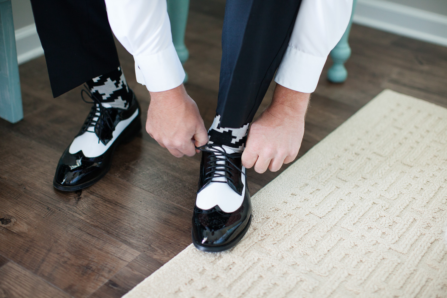 Groom footwear on POINT, y'all.