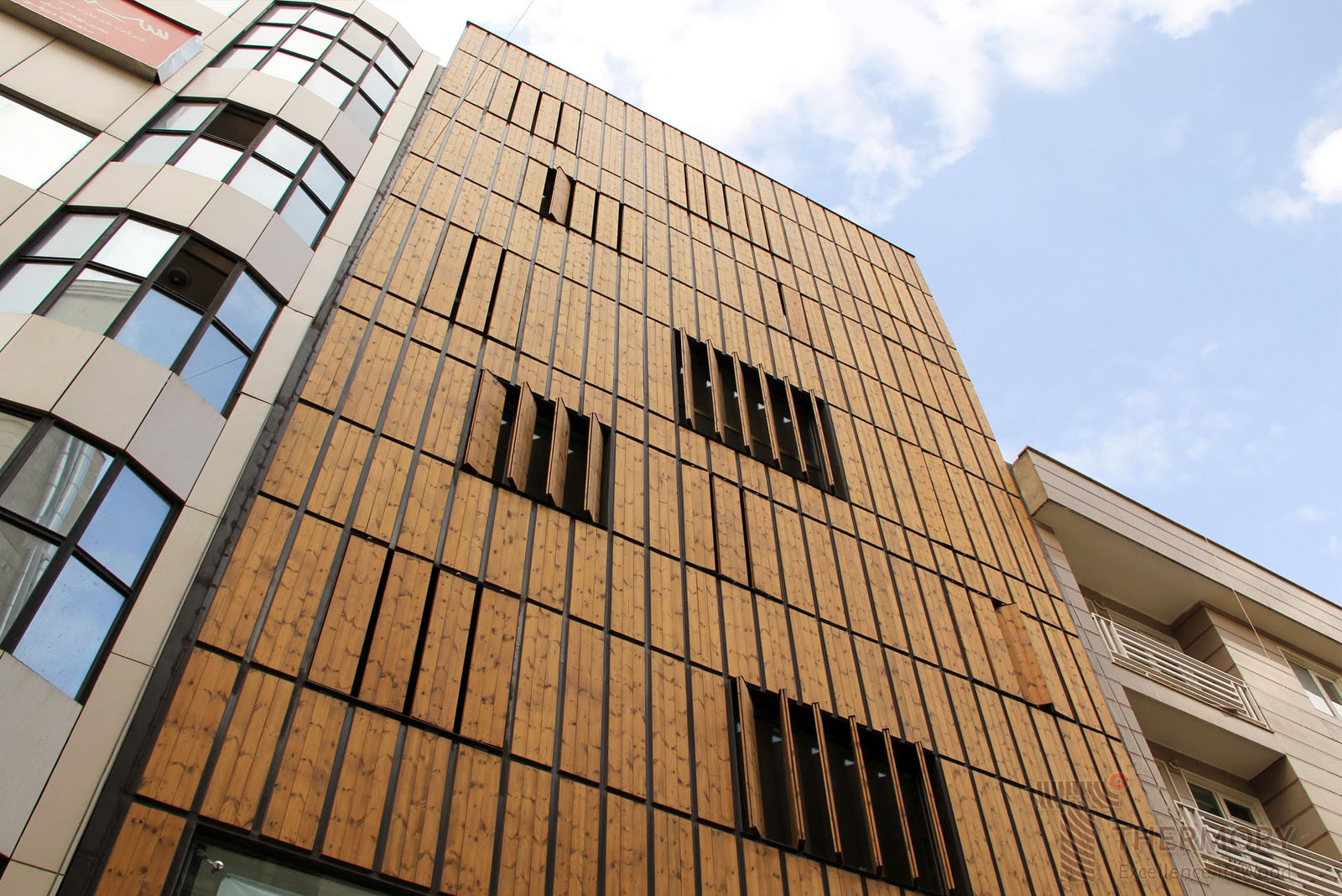 Thermory Pine cladding_MiddleEast(2).jpg
