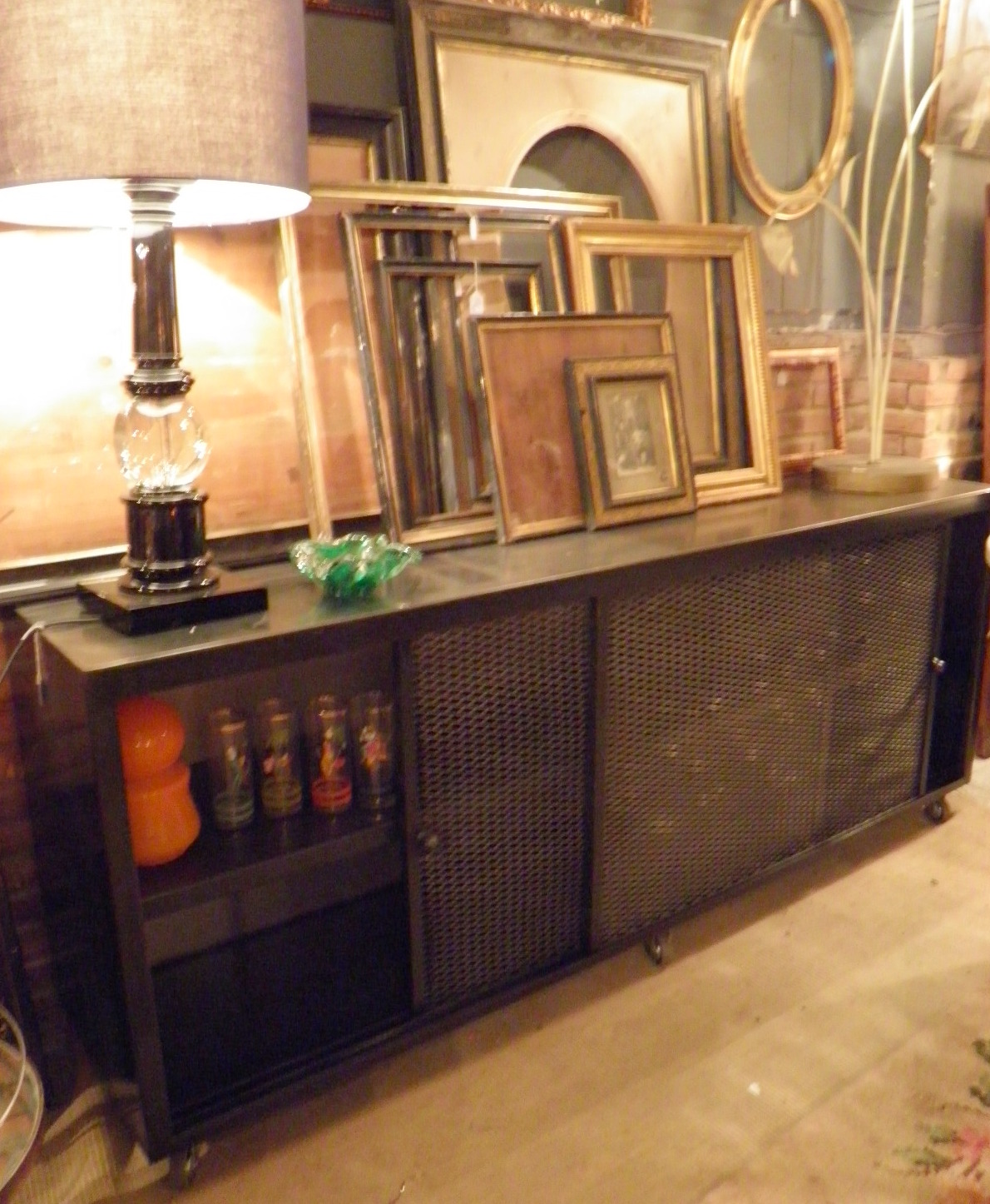 Buffet de hierro y malla con puerta corredera  - Se hace a medida