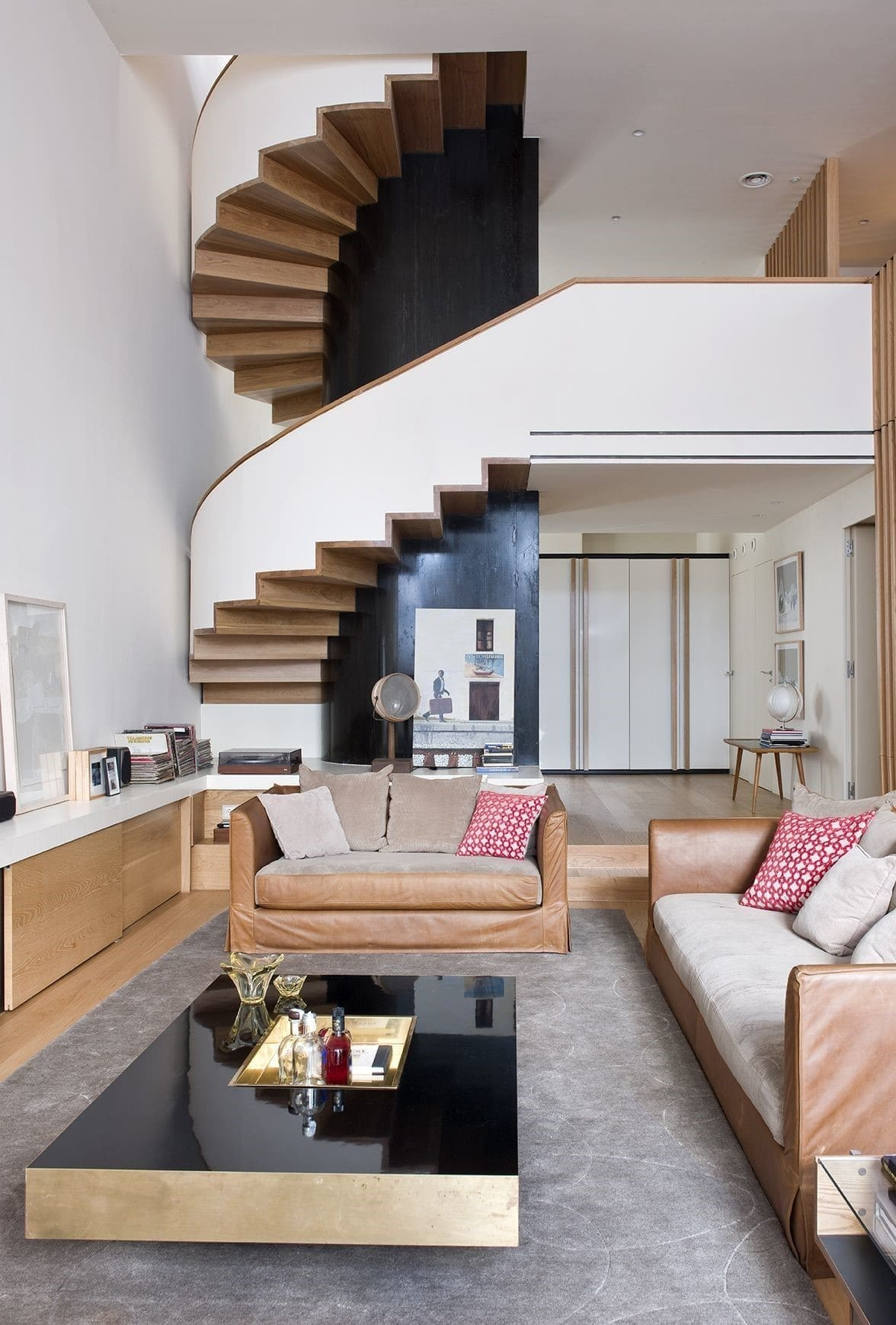 Plaza-Rovira-salon-escalera.jpg