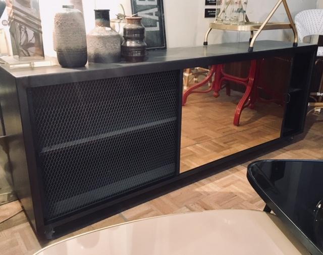 Mueble puertas correderas latón