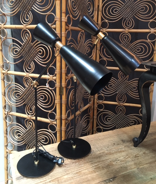 Lámpara de mesa cónica negro y oro