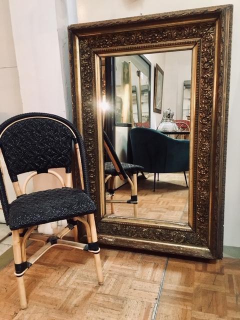 Espejo con marco antiguo