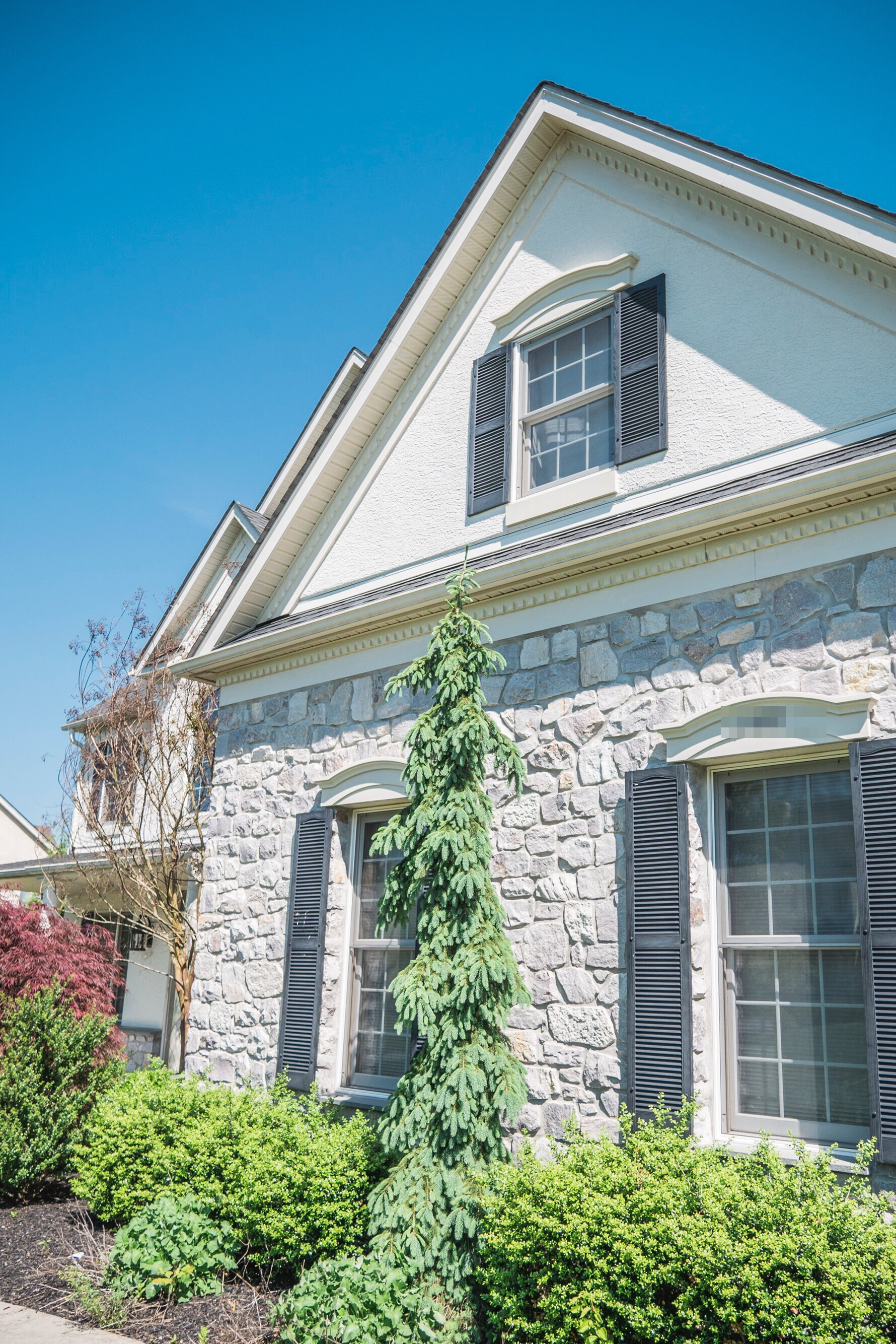 Stucco can accent any sized home.