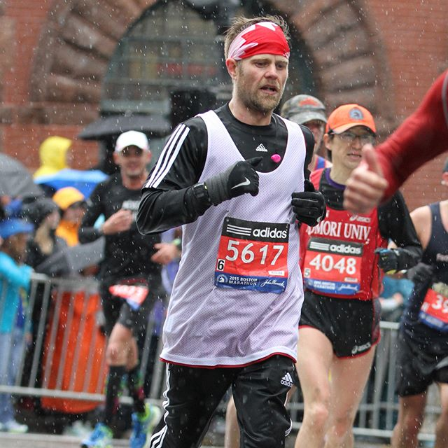 Just ran 28km this aft as I train for the Scotiabank Toronto Waterfront Marathon. It's cold, windy, and rainy which is the exact weather I ran the Boston Marathon in back in 2015, so I dug up these pics to share. My fingers are still a bit numb as I type this and I'm heading to the bath tub. It was more a mental exercise than anything today because yes, I did want to stop at a few different times but it's like that Doors tune: break on through to the other side'. I broke through and will be that much stronger next time. I always try to remind myself: if you want extraordinary results, you have to make extraordinary choices. 🏃🏽‍♂️🤘💪