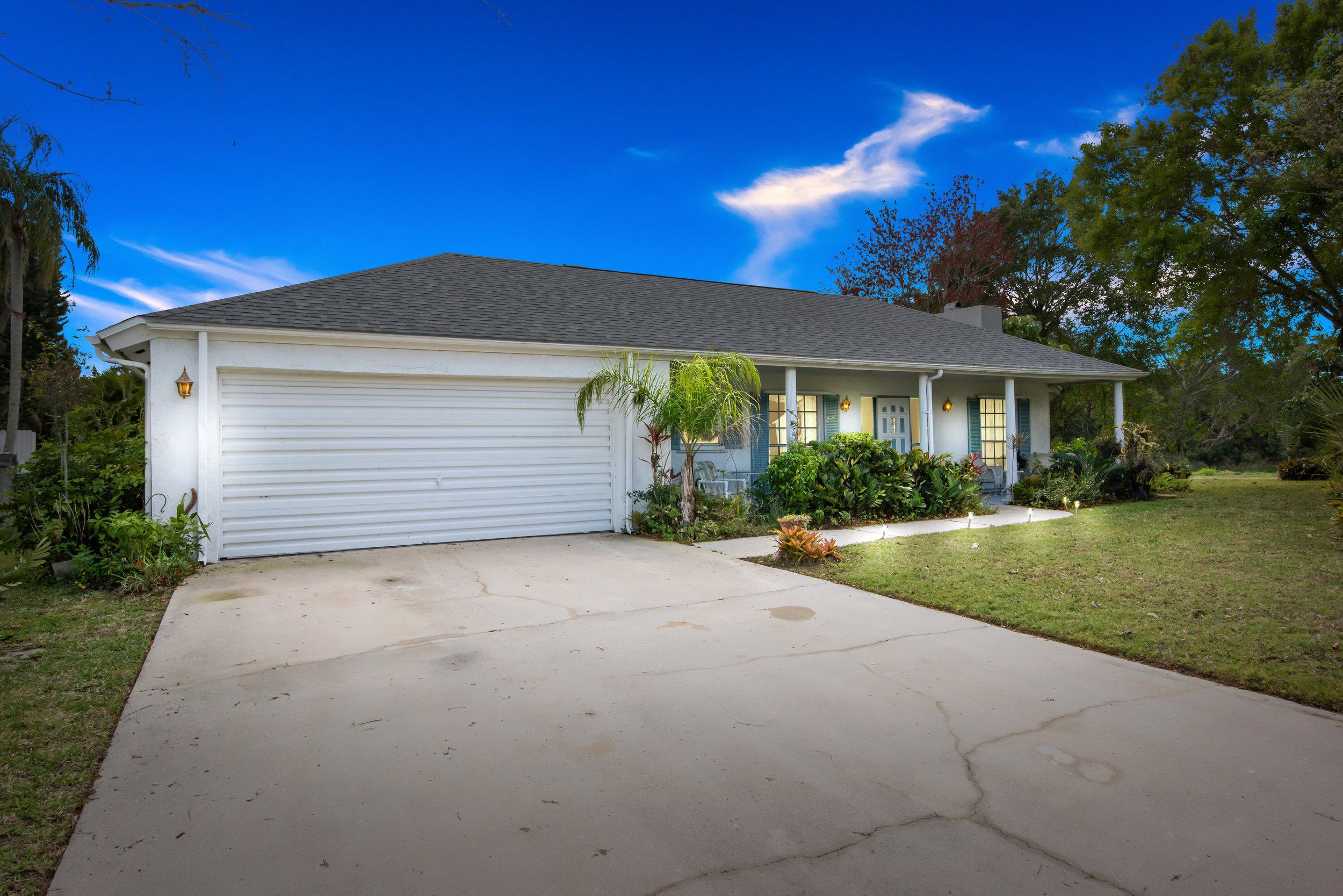 606 Dunbarton Circle NE Palm Bay, FL 32905. For Sale by Brent Burns.