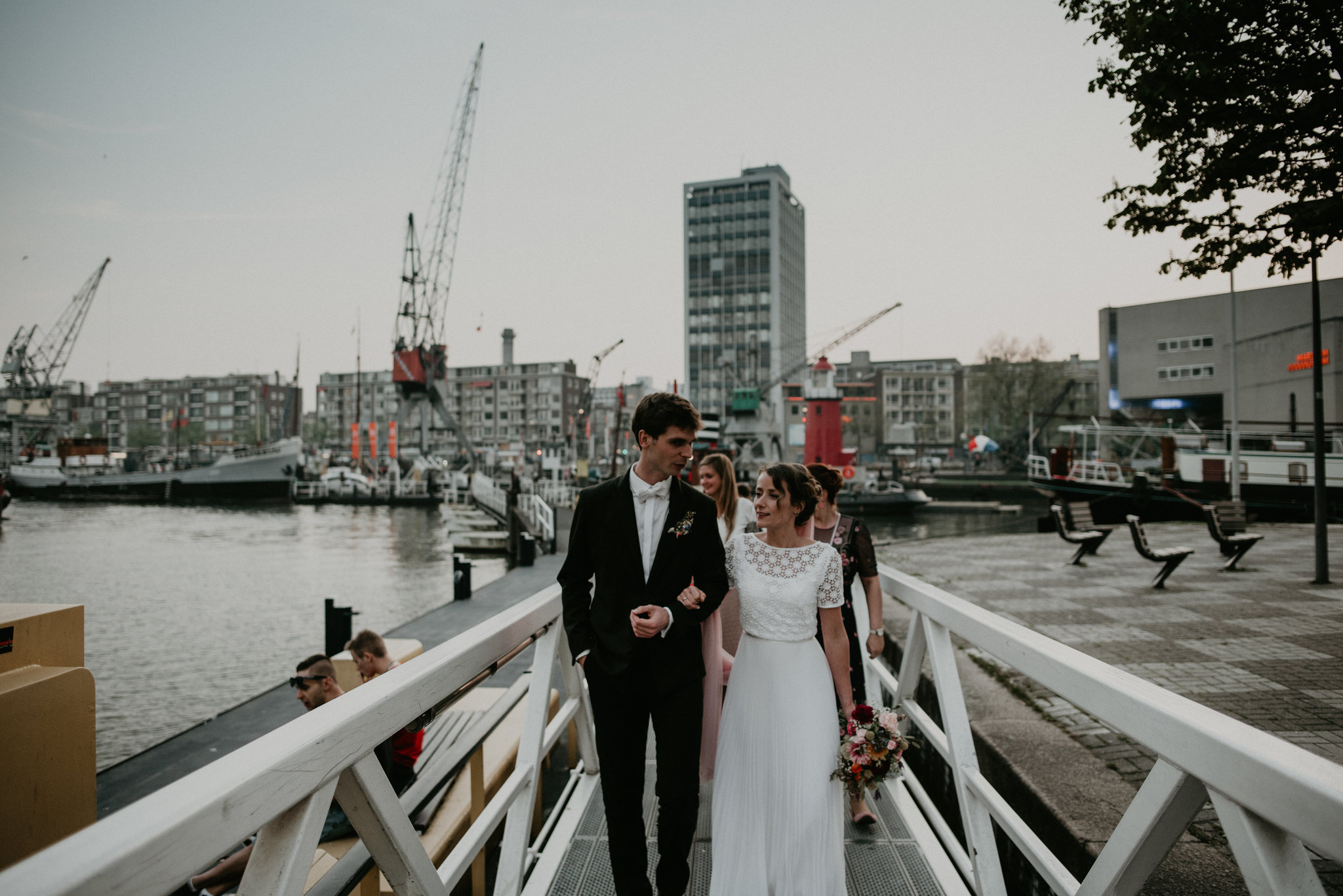 Bride and groom walking in rotterdam oude haven