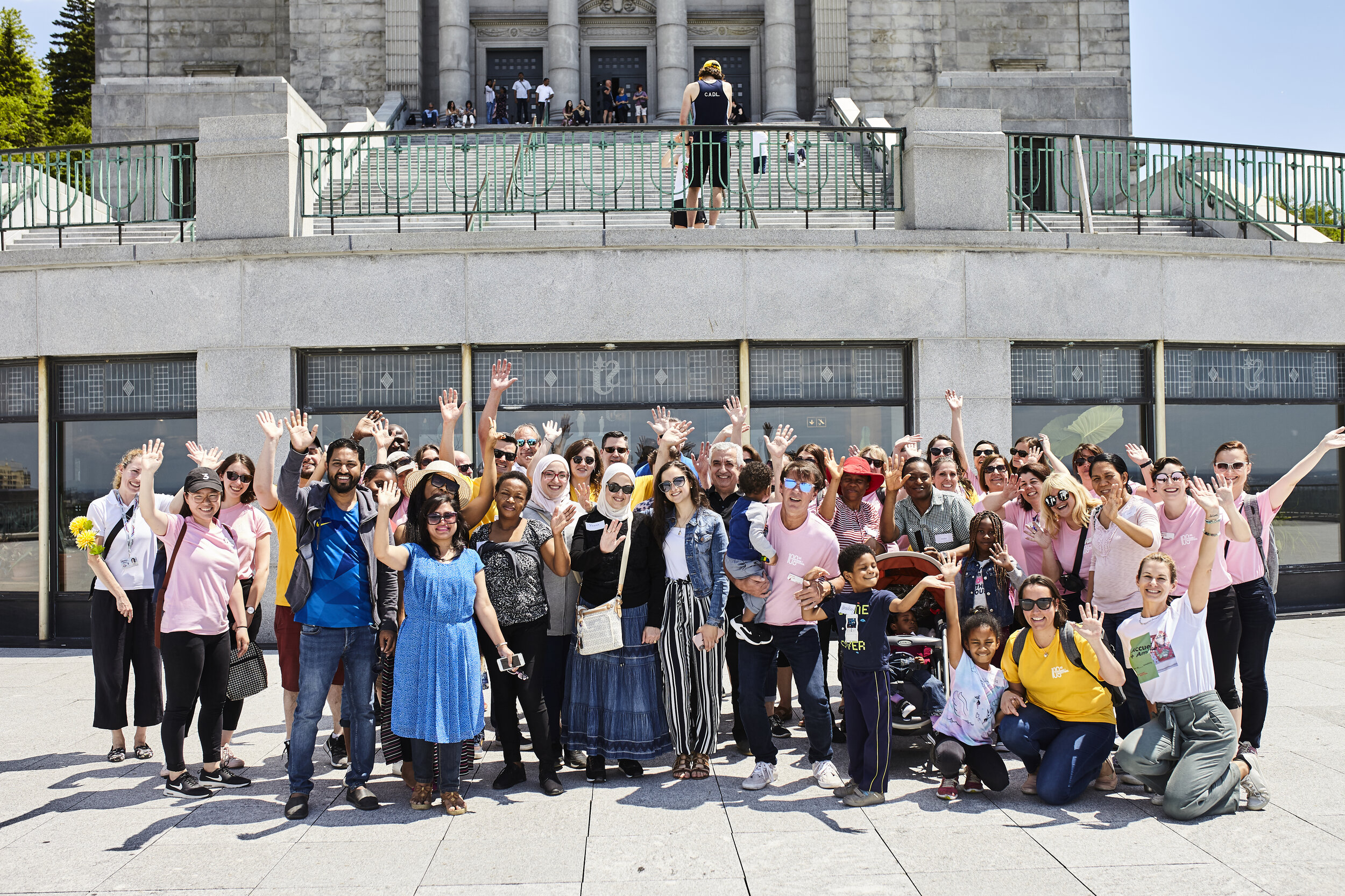 Tourisme Montréal team-building: turning employees into tour guides for new arrivals.