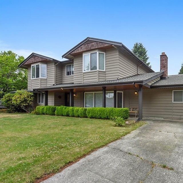 💥For Rent💥 corner lot, fenced backyard and comes with a pool table in the bonus room!  6 Bed | 3.5 Bath | 3280 SF | $4200/month 📍4806 109th Ave NE . . . . . . #seattlerentals #seattle #montlake #homesforrent #homes #rent #realestate #seattlerentalgroup #seattlehomes