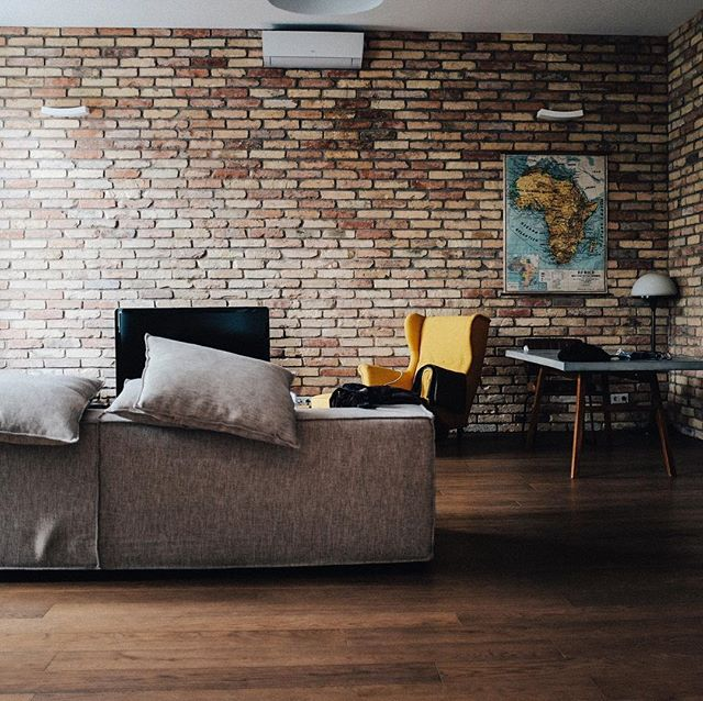 I love the exposed brick. I'm not sure if it's the texture, color or rustic vibe it brings to spaces, but something feels super old school Portland about it. Do you think it adds character or would you rather live without? . . . . #portlandhomes #portlandrealtor #portlandrealestate #pdxhomes #pdxrealty #portlandoregon #pdxrealestateagent #portland #portlandlifestyle #pnw #oregon #home #design #pnwonderland #kellerwilliams #kellerwilliamsrealty #homedecor #pnwlife #pnwlifestyle #pnwonderland #realestate #livingroom #pdx #pacficnorthwest #lifestyle
