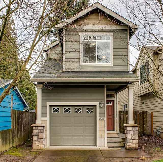 How cute is this 3 bed, 2.5 bath home in north Portland in the Kenton neighborhood? I'll be hosting an open house there this Sunday, 1-3pm - come visit! 📍2533 N Willis Blvd, Portland, OR, 97217 . . . . #portlandhomes #portlandrealtor #portlandrealestate #pdxhomes #pdxrealty #portlandoregon #pdxrealestateagent #portland #portlandlifestyle #pnw #oregon #home  #kellerwilliamsrealty #homedecor #livingroom #pnwlife #pnwlifestyle #pnwonderland #realestate  #pacficnorthwest #lifestyle #pdx #forsale #forsaleinportland