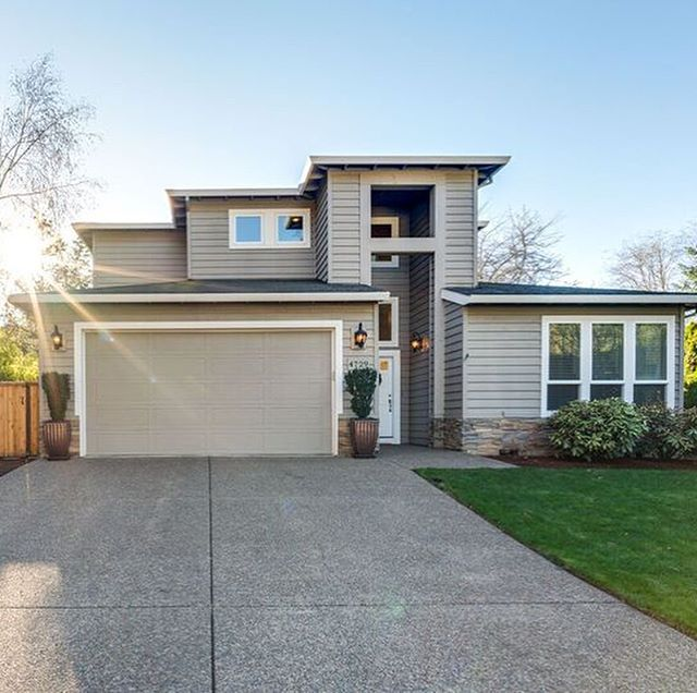 New listing: 4729 Lakeview Blvd, Lake Oswego, OR, 97035.  3 bed / 2.1 bath / 2551 SF $679,000 / RMLS: 1754334  Nestled down a private drive! Open- concept formal living & dining room w/bamboo floors throughout. Bright and inviting kitchen w/as appliances and granite counters. Master on main w/ vaulted ceilings and en-suite bath. Den/Office could be 4th bedroom. Fully fenced, professionally landscaped backyard w/detached studio and gated side run. Access to 3 boat easements and LO schools! . . . . #portlandhomes #portlandrealtor #portlandrealestate #pdxhomes #pdxrealty #portlandoregon #pdxrealestateagent #portland #portlandlifestyle #pnw #oregon #home  #kellerwilliamsrealty #homedecor #livingroom #pnwlife #pnwlifestyle #pnwonderland #realestate  #pacficnorthwest #lifestyle #pdx #homes #homesearch #househunting