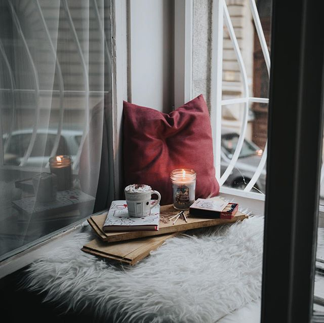 """I love seeing how people transform their space. I grew up with a window seat in my family's ranch-style home, but I still see them around in all different types of homes. The fact this style has endured this long speaks to their form and versatility. Whether you're reading, sipping coffee or just needing some """"me time,"""" it's the perfect way to soak in some natural light (and trust me, in Oregon, we need it!) Just throw on your favorite blanket or cushion and viola! you've made your own window seat. Extra points if you transform yours to include storage options. . . . . . . #portlandhomes #portlandrealtor #portlandrealestate #pdxhomes #pdxrealty #portlandoregon #pdxrealestateagent #portland #portlandlifestyle #pnw #oregon #home #design #pnwonderland #kellerwilliams #kellerwilliamsrealty #homedecor #windowseat #pnwlife #pnwlifestyle #pnwonderland #realestate #reading #pdx #pacficnorthwest #lifestyle"""