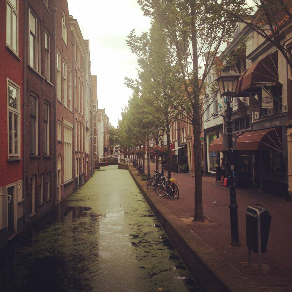 delft-canals-in-the-am.jpg