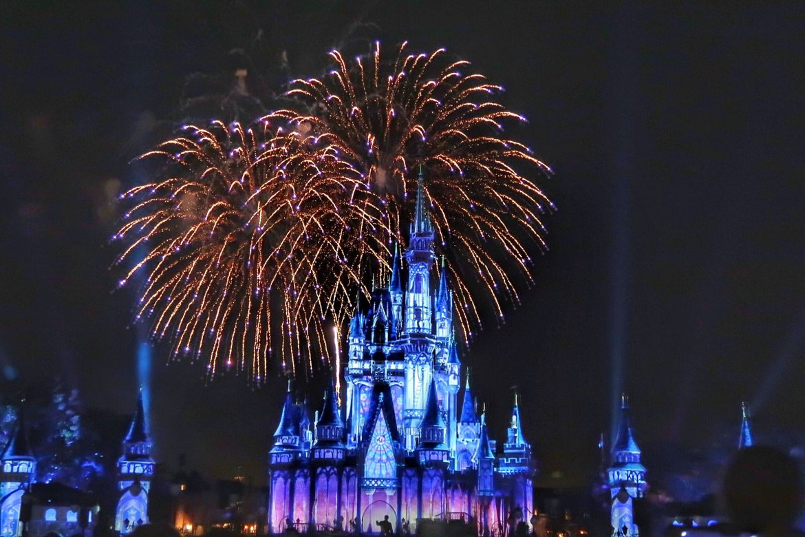 Happily-Ever-After-Fireworks-Show-2.jpeg