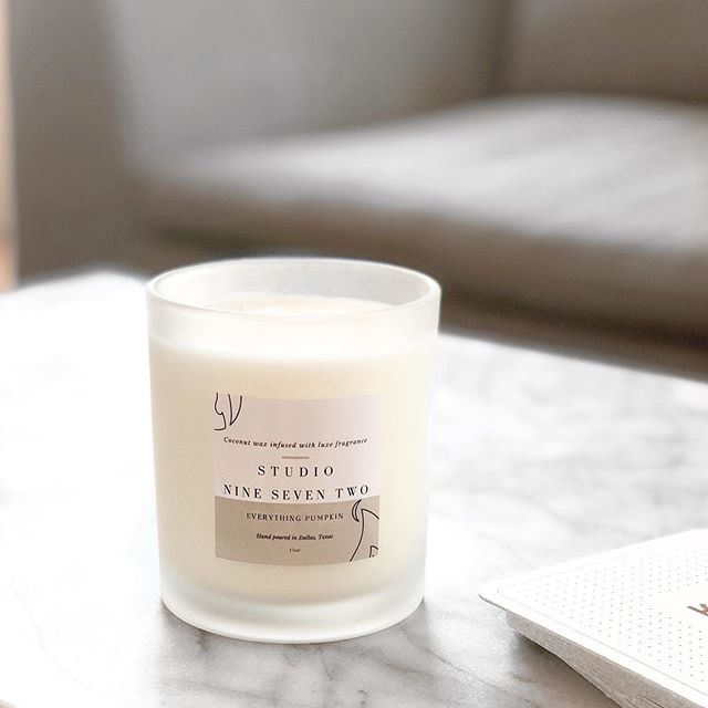 Before I started crafting my own candles I wasn't the biggest fan of pumpkin or even bakery scents but now I'm obsessed! (It's currently number 1 on our preorder list)  Everything pumpkin is a mix between a pumpkin chai latte, pumpkin pound cake, and all the other pumpkin goodies you can think of.  Picture courtesy of @haileyhallum ✨ • • • • • •  #candles #organiccandles #nontoxiccandle #cleanburning #coconutwax #shoplocal #smallbusiness #handcraftedcandles