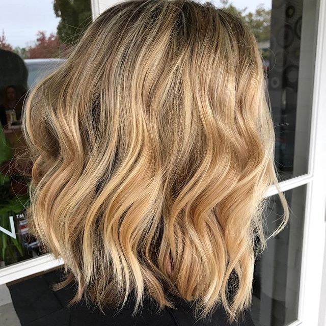 #salonellemillvalley #blonde #bombshell #bright #highlights #dimensionalblonde #contrast #waves #wavyhair #beachy #layers #luscioushair #volume #goldwell #elevenaustralia #freshcut #freshcolor #natural #texture #lob #professionalproducts #healthyhair