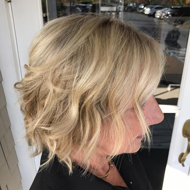 #multicolor #softblends #hilights #salonellemillvalley #beachy #texture #wavyhair#goldwellcolor#kevinmurphyproducts