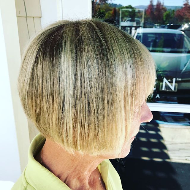 Timeless blonde #salonellemillvalley #dimensionalblonde #noturboringblonde #blonde #naturalblonde #bangs #bob #freshcolor #freshcut #goldwell #professionalcolor #kevinmurphy