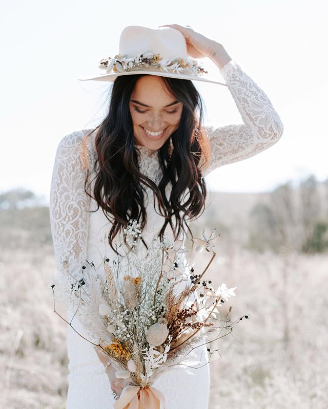 💕 For the free spirited brides and the wild romantics, head over to @hooraymag to check out 'The Wiluna Bride', an incredible boho shoot dreamed up by @wiluna.studio that I was lucky enough to be involved in, along with a bunch of other talented vendors.  Photography by @jennywuphotography  Florist + styling by @wiluna.studio  Makeup by @jessicaperismakeup  Brows by @itsthab Location @nakedcubbyco Model @hustlinlin Dresses by @mrs_fray @kwhbridal