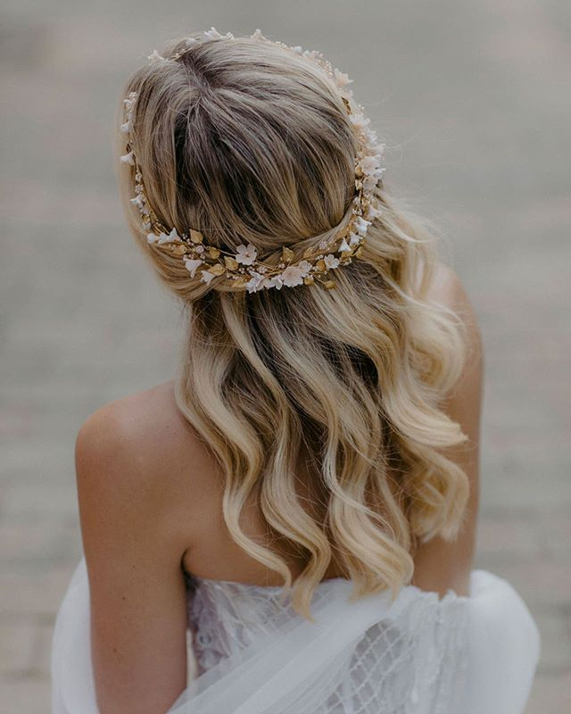 The royal treatment, complete with a delicate crown 👑 | 📸 by @heartandcolour