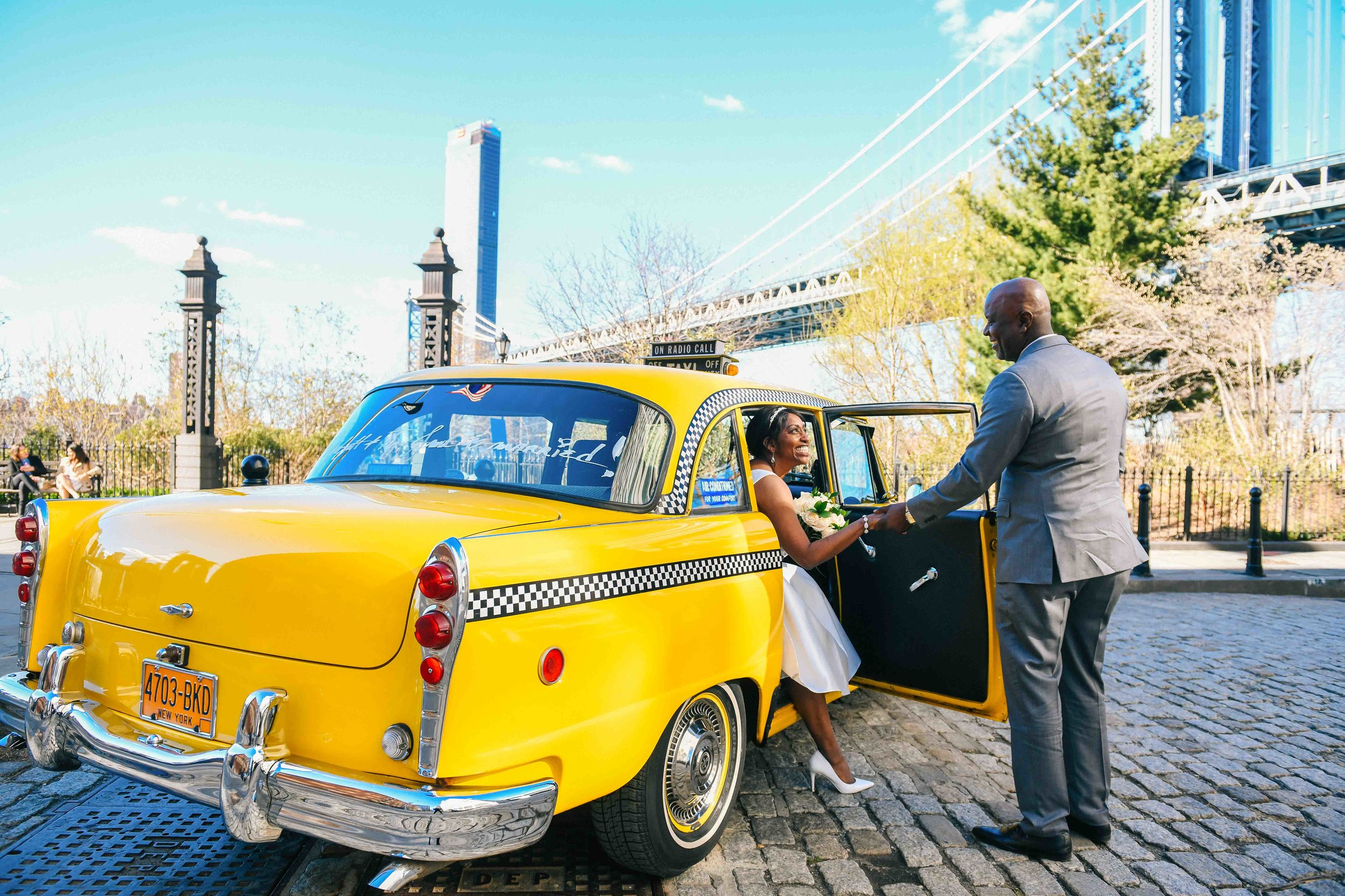 Brooklyn-bridge-wedding-taxi-cab.jpg