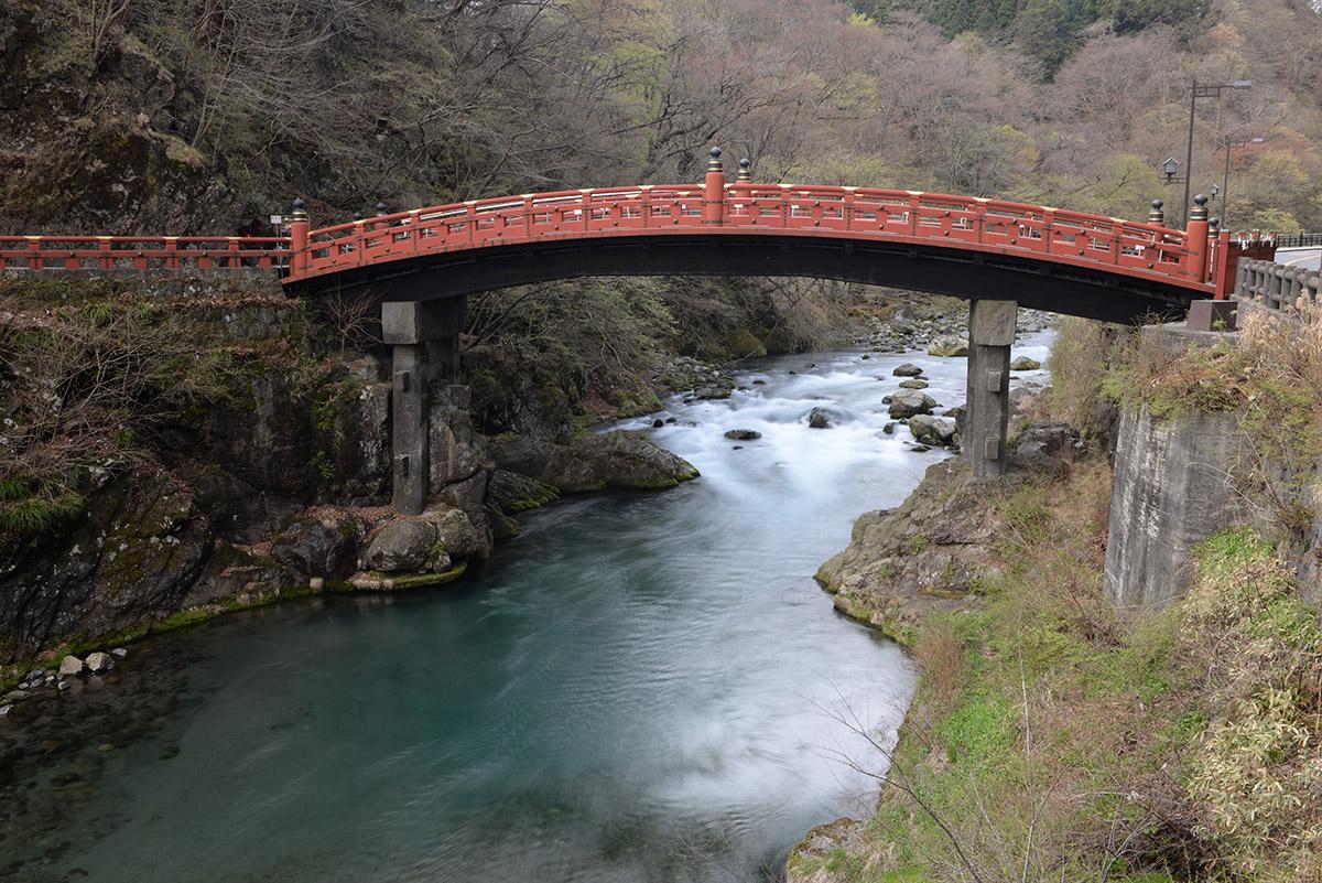 Puente frente al hotel en Nikko