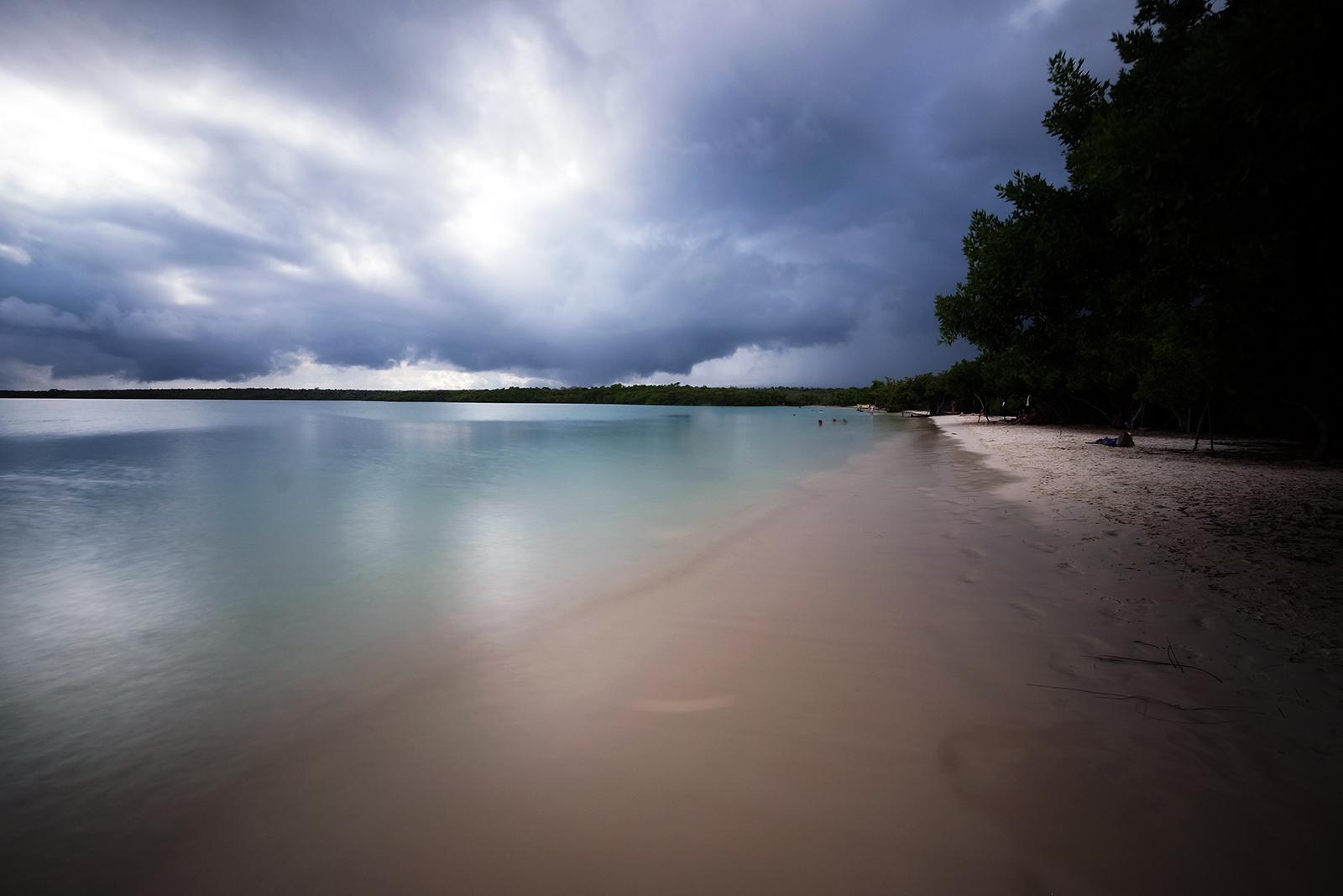 04_Playa_Bahia_de_Tortuga_07_se_viene_la_tormenta.JPG