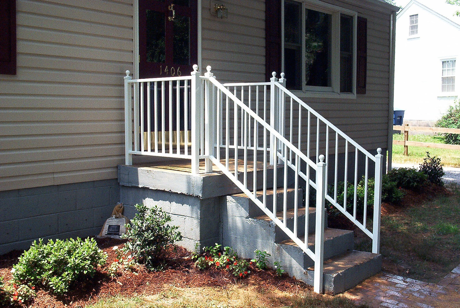 #26 - Small Woodlike stoopstep rail with 2 posts and a ball cap.jpg