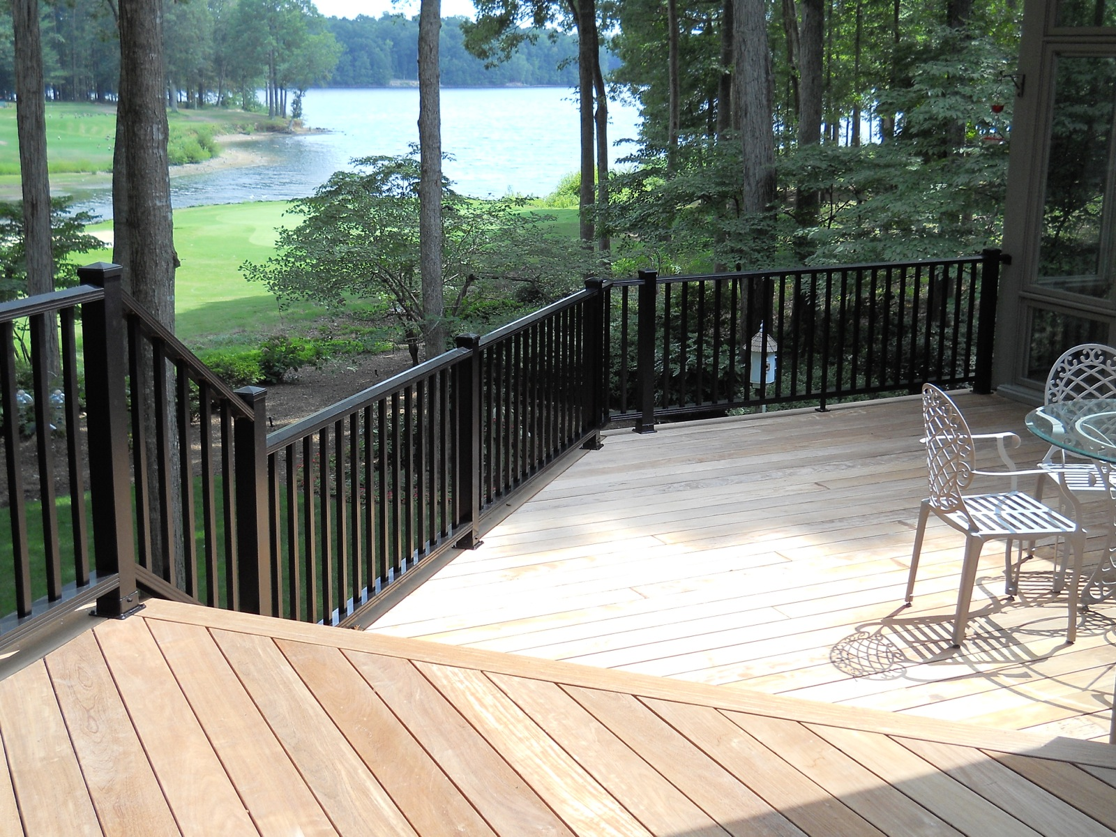 #254 - Large Woodlike deck rails with 3 posts and pyramid caps.jpg
