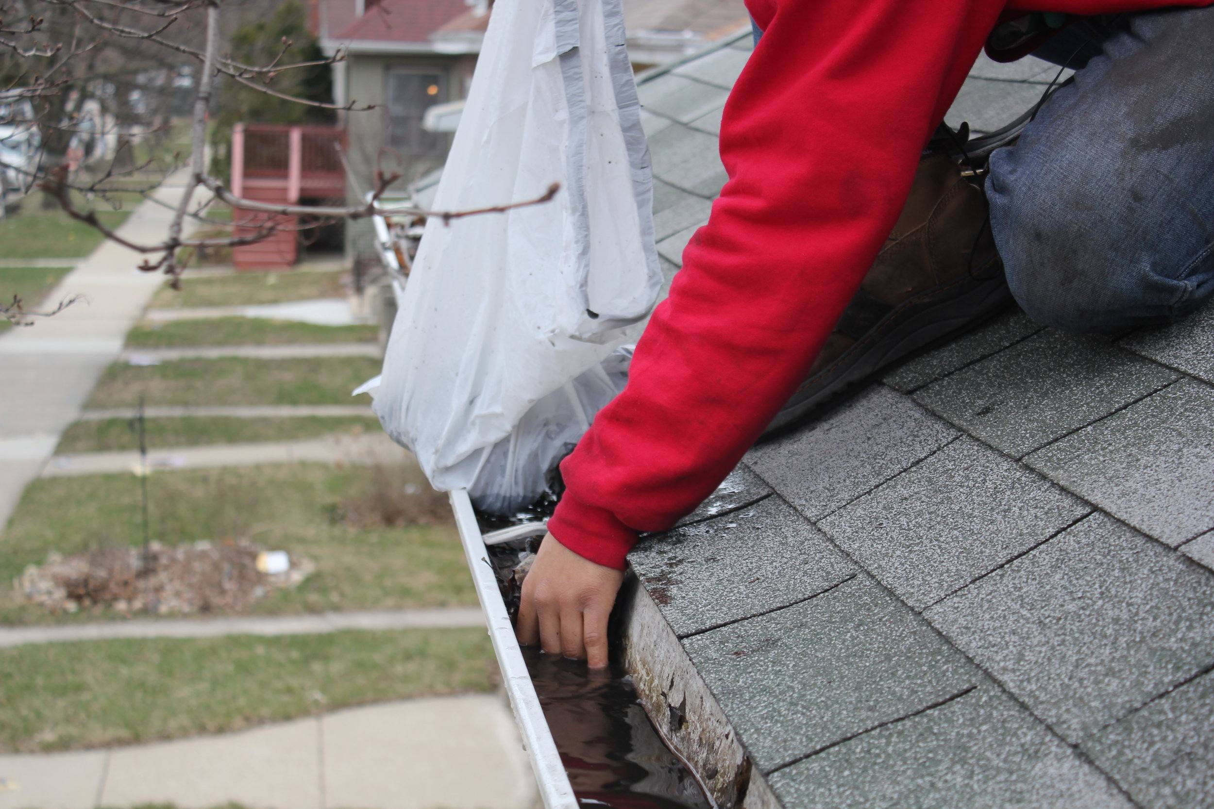 Gutter Cleaning Chicago-  Water Overflow.JPG